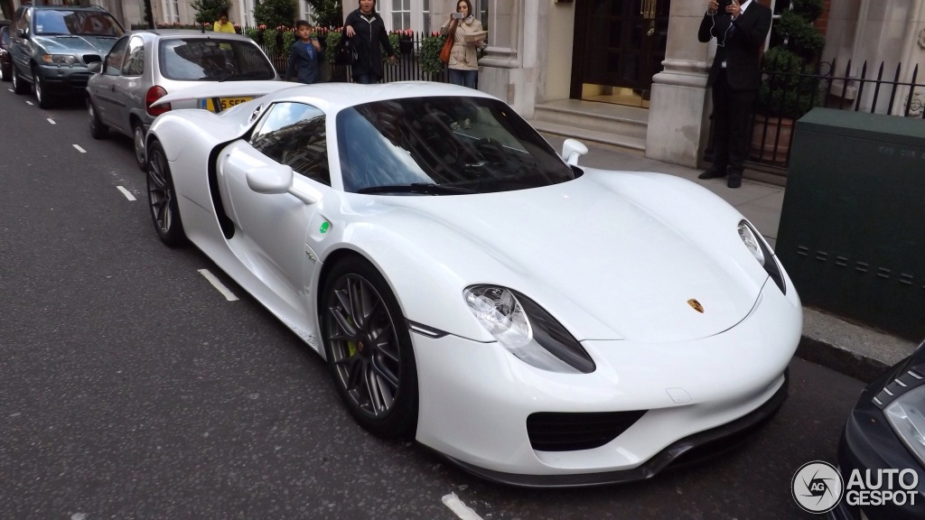 porsche 918 spyder seen in london bhp cars performance supercar news information. Black Bedroom Furniture Sets. Home Design Ideas