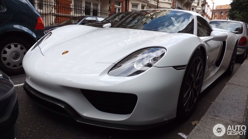 porsche 918 spyder seen in london bhp cars performance. Black Bedroom Furniture Sets. Home Design Ideas