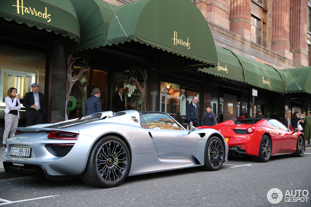 porsche 918 spyder spotted in london bhp cars performance supercar news information. Black Bedroom Furniture Sets. Home Design Ideas