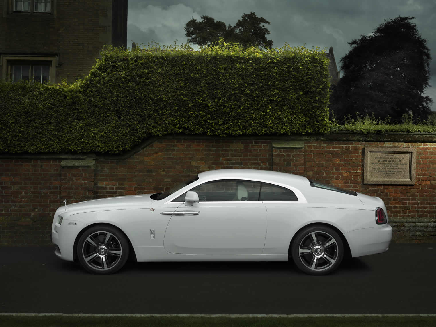 ROLLS-ROYCE MOTOR CARS UNVEILS BESPOKE 'WRAITH – HISTORY OF RUGBY'