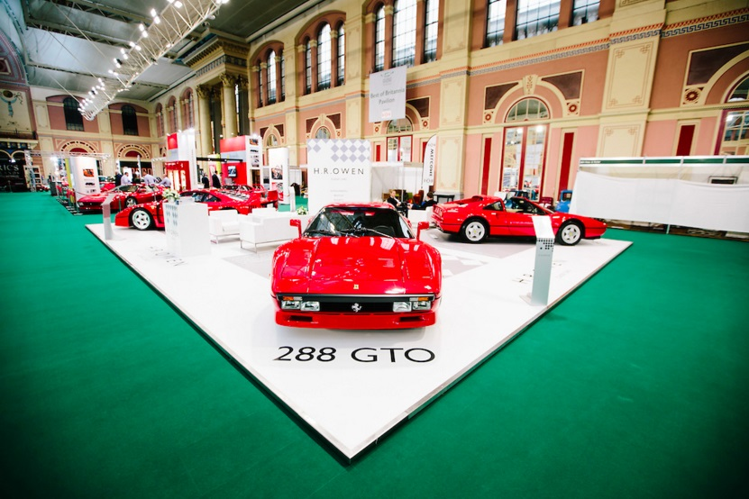 H.R. Owen launches Classic Cars division at the Classic  Sports Car - The London Show1