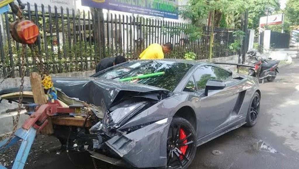 Lamborghini Street Racing Crash In Indonesia Leaves One