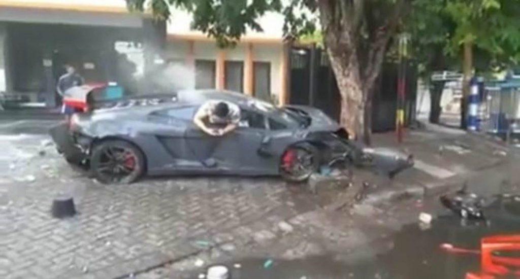 Crashed Lamborghini Gallardo