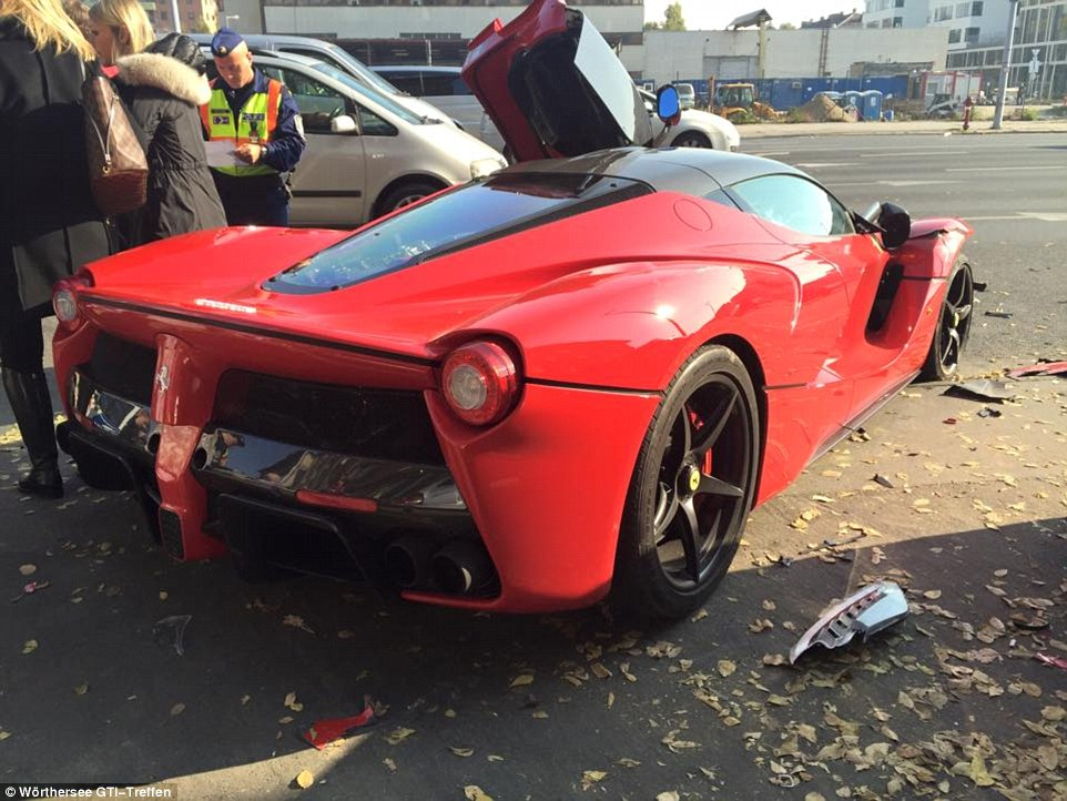 Laferrari Crash 2