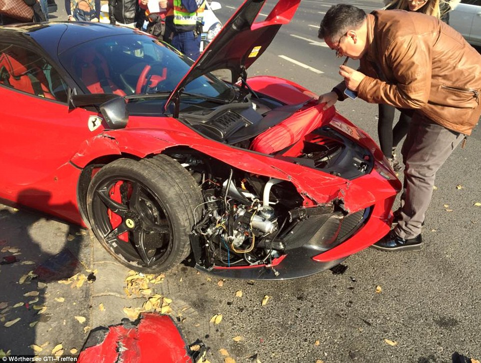Laferrari Crash 3