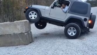 The Dumbest Jeep Driver Ever??
