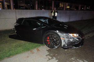 Lamborghini Huracan Hits Lamppost, Splits in Half